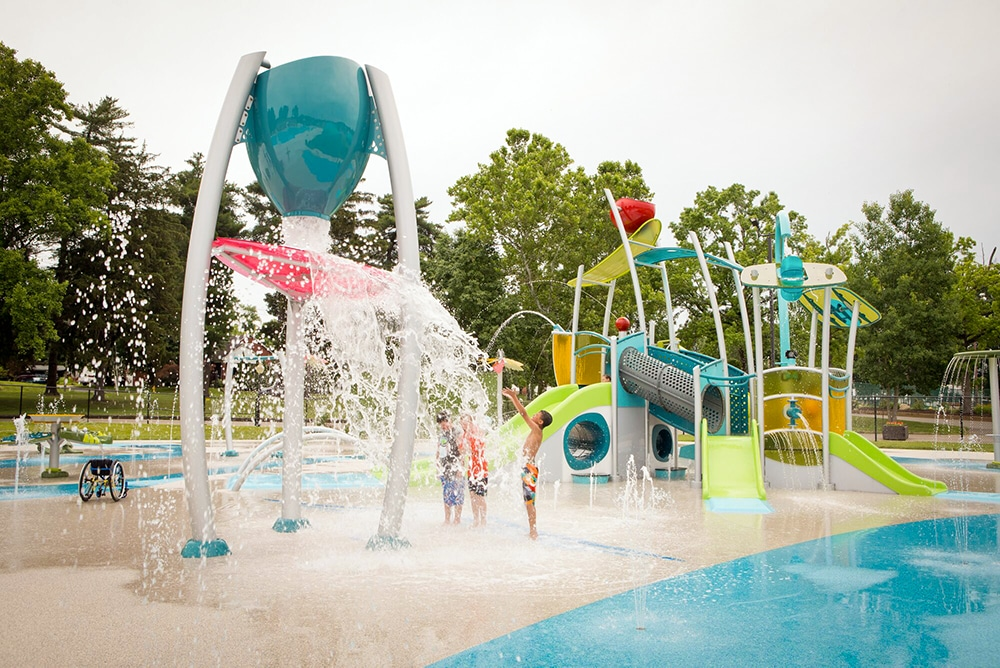 Splash pad design featuring a dumping bucket and kids